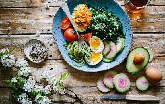 15 ingrediente sănătoase pe care să le folosești la salată
